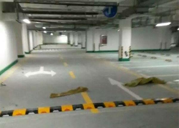 地下停车场金刚砂耐磨地坪